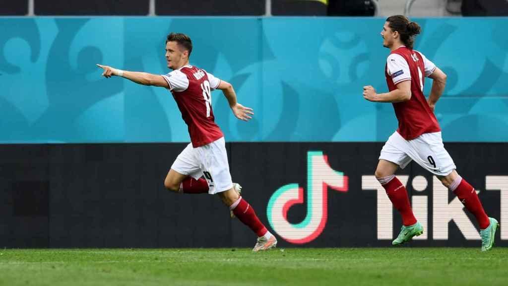 Baumgartner celebra su gol ante Ucrania