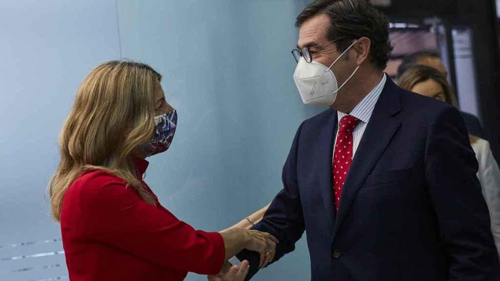 Yolanda Díaz, vicepresidenta segunda de Trabajo y Economía Social, y Antonio Garamendi, presidente de la CEOE.