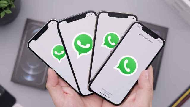 Logo de WhatsApp en 4 iPhones.