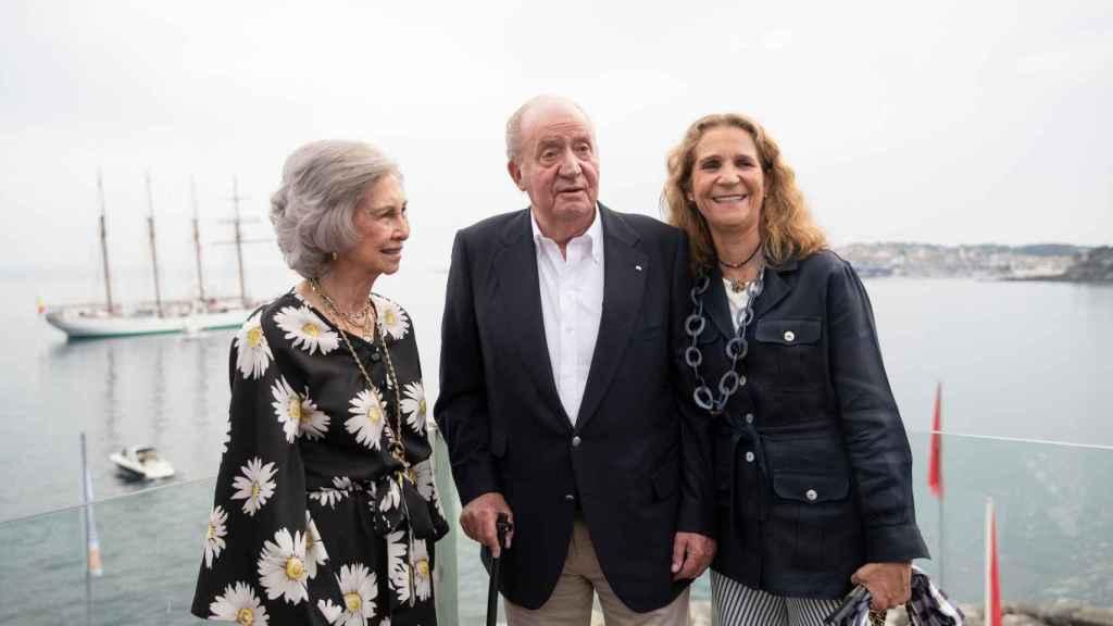 La emérita Sofía no ha acompañado a sus hijas a Abu Dhabi para visitar a don Juan Carlos I.