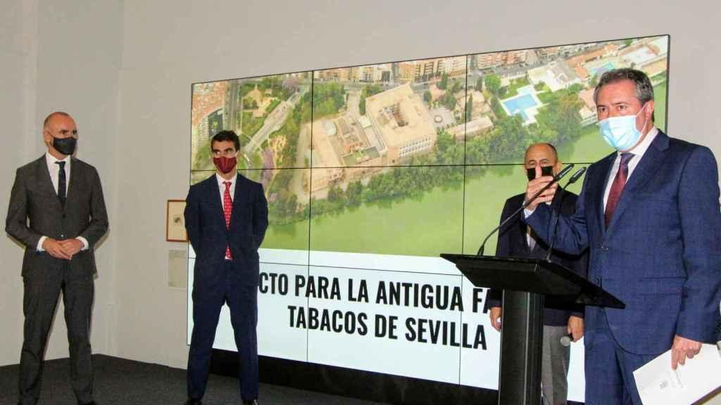 Autoridades en la presentación del proyecto para la Antigua Fábrica de Tabacos de Altadis.