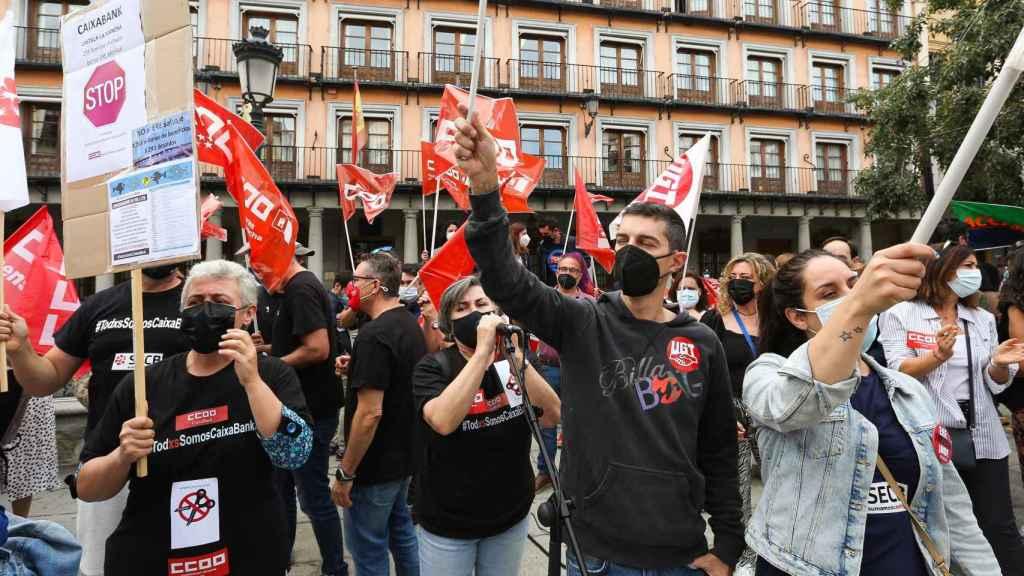 Concentración de empleados de Caixabank en Toledo.