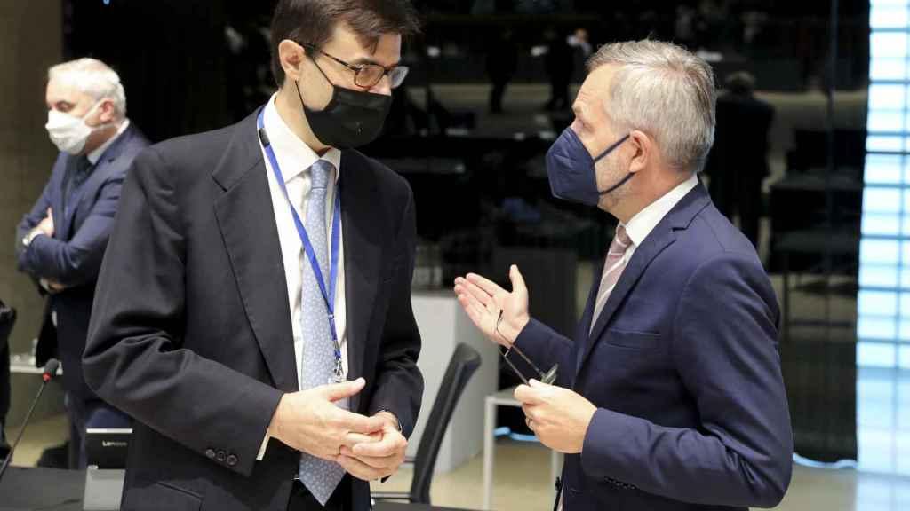 El secretario de Estado para la UE, Juan González-Barba, conversa con su homólog alemán Michael Roth