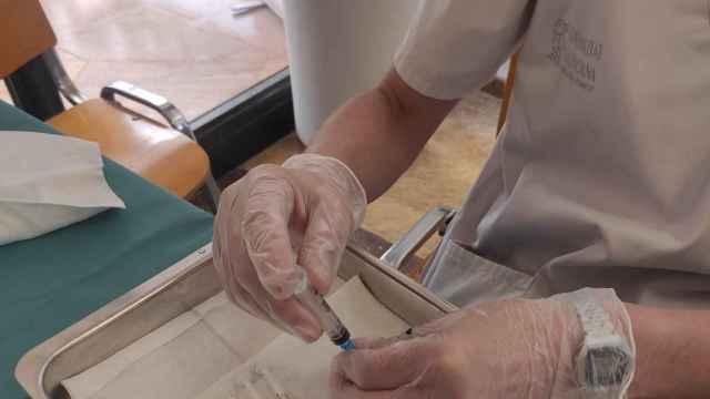 Un total de 2.390.652 personas cuenta ya con una dosis de la vacuna contra la Covid en la Comunidad.