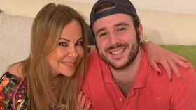 Ana Obregón junto a su hijo en una imagen de sus redes sociales.
