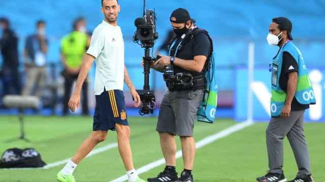 Busquets durante un entrenamiento con España