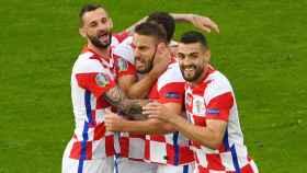 Los jugadores de la selección de Croacia celebran el gol de Vlasic