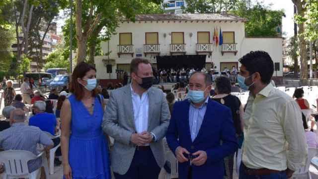 El alcalde, Emilio Sáez, y el vicealcalde y concejal de Cultura, Vicente Casañ, este lunes en Albacete