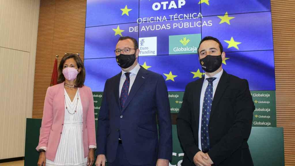 Mana Pérez, magister en Euro-Funding, Juan Antonio Chapresto, director de Negocio y Alberto Fúnez, responsable de la Oficina Técnica