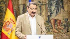 El consejero de Sanidad, Jesús Fernández, en rueda de prensa en el Palacio de Fuensalida.
