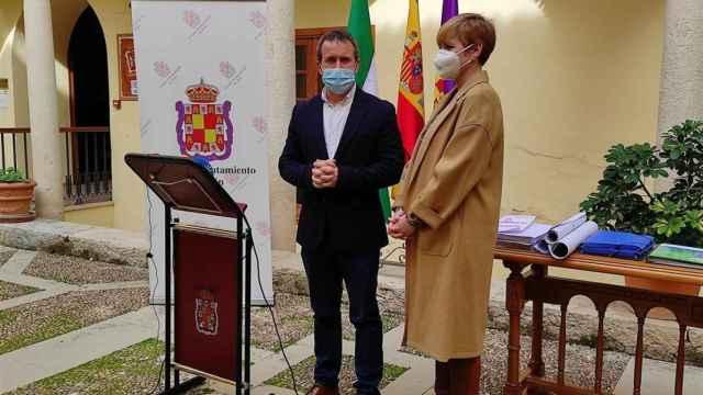 María Cantos junto a Julio Millán en el Ayuntamiento de Jaén.