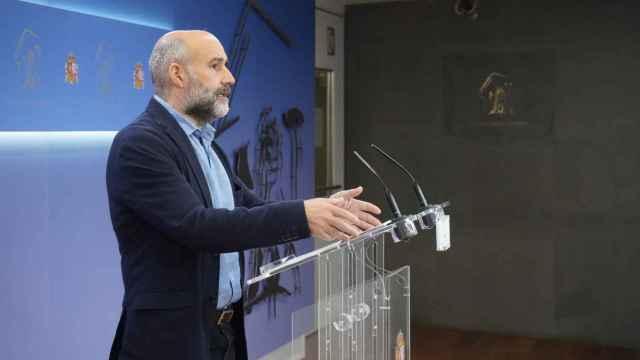 El diputado del BNG, Néstor Rego, durante una rueda de prensa.