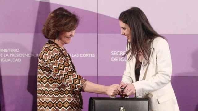 La vicepresidenta primera, Carmen Calvo y la ministra de Igualdad, Irene Montero.