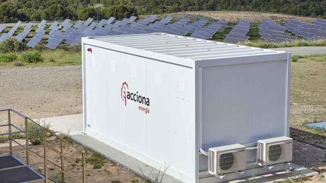 Acciona conecta la primera planta de almacenamiento con batería recicladas en España