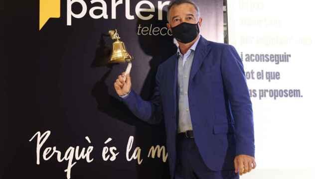 Ernest Pérez-Mas, fundador y consejero delegado de Parlem en su toque de campana en la Bolsa de Barcelona.