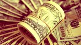 Billetes de dólar de distintas denominaciones.
