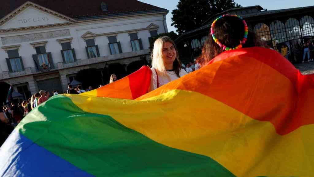 Manifestación en Budapest contra la ley húngara que veta hablar de homosexualidad en las escuales