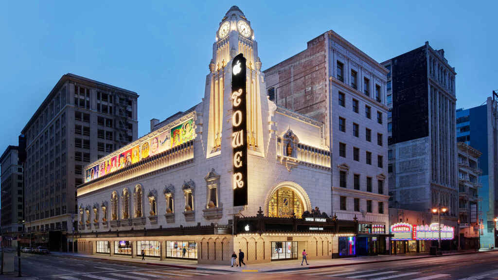 Apple restaura un cine histórico y lo convierte en una de sus tiendas más impesionantes