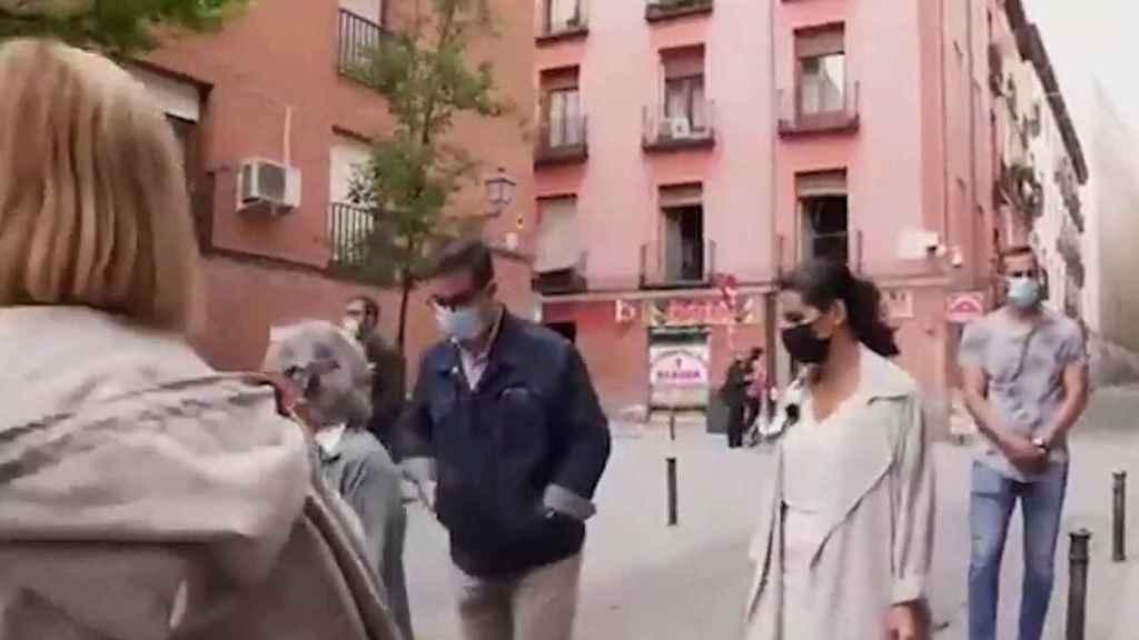 Rocío Monasterio antes de enfrentarse a los dos jóvenes.