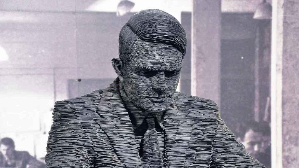 Escultura en pizarra de Alan Turing, creada por Stephen Kettle, en Bletchley Park, Inglaterra.