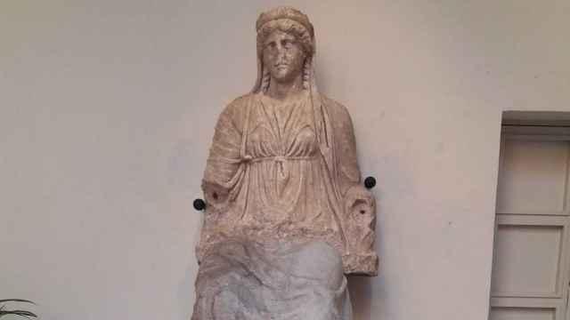 La estatua de la diosa Juno vuelve a mostrarse completa.