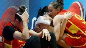 Las jugadoras de España se lamentan tras la derrota ante Serbia