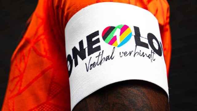 El brazalete que llevará Georginio Wijnaldum en los octavos de final de la Eurocopa
