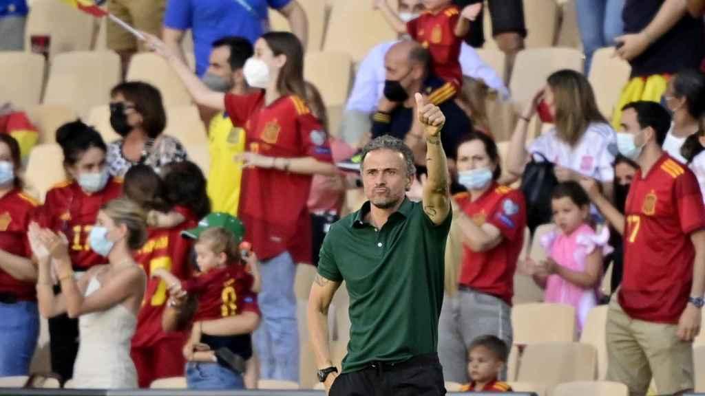Luis Enrique felicita a Pablo Sarabia tras su gol a Eslovaquia