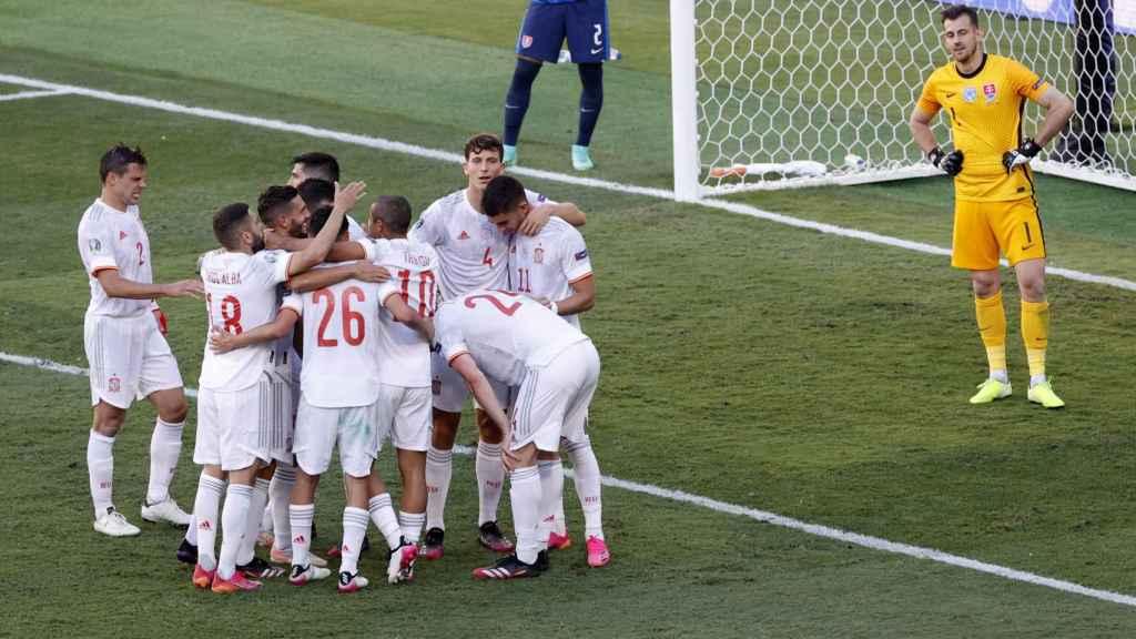Los futbolistas de la Selección celebran el quinto gol a Eslovaquia