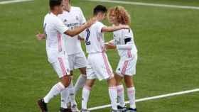 David de la Víbora celebra un gol con sus compañeros del Juvenil B del Real Madrid