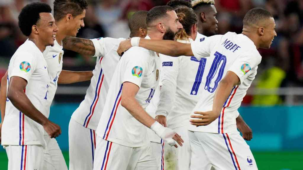 Mbappé felicita a Benzema por su segundo gol en el Portugal - Francia de la Eurocopa