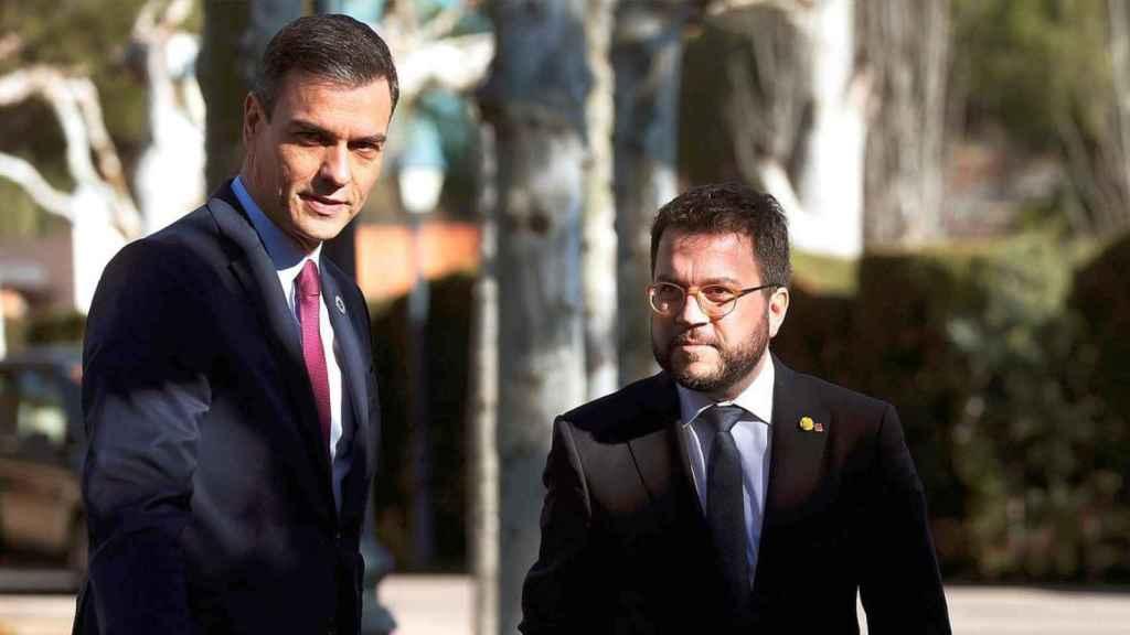 El presidente del Gobierno, Pedro Sánchez, y el hoy presidente de la Generalitat, Pere Aragonès, en Moncloa.