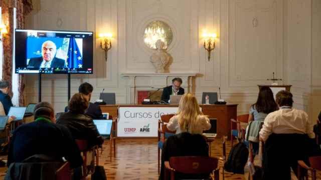 Luis de Guindos, vicepresidente del BCE, durante su intervención en los cursos de la Apie en Santander.