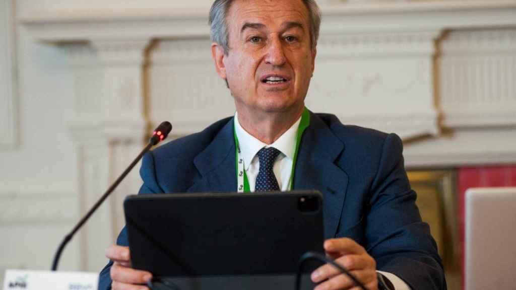César González-Bueno, consejero delegado de Sabadell, durante su intervención en el curso de Apie en Santander.