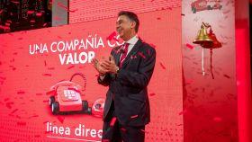 El consejero delegado de Línea Directa en el toque de campana de su estreno en bolsa.
