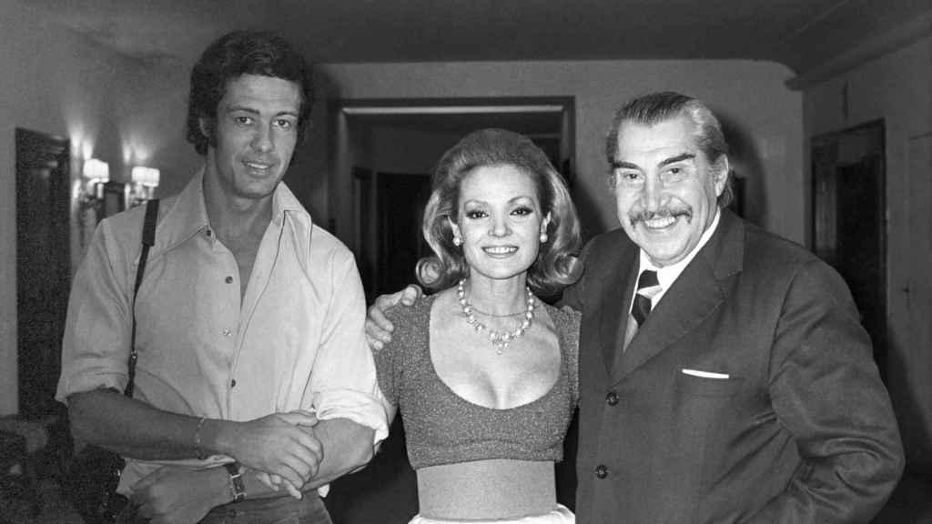 Emilio 'El Indio' Fernández, a la derecha, junto a Carmen Sevilla.