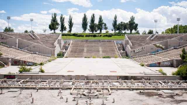 Vista general del auditorio del parque Juan Carlos I, que lleva 13 años abandonado.