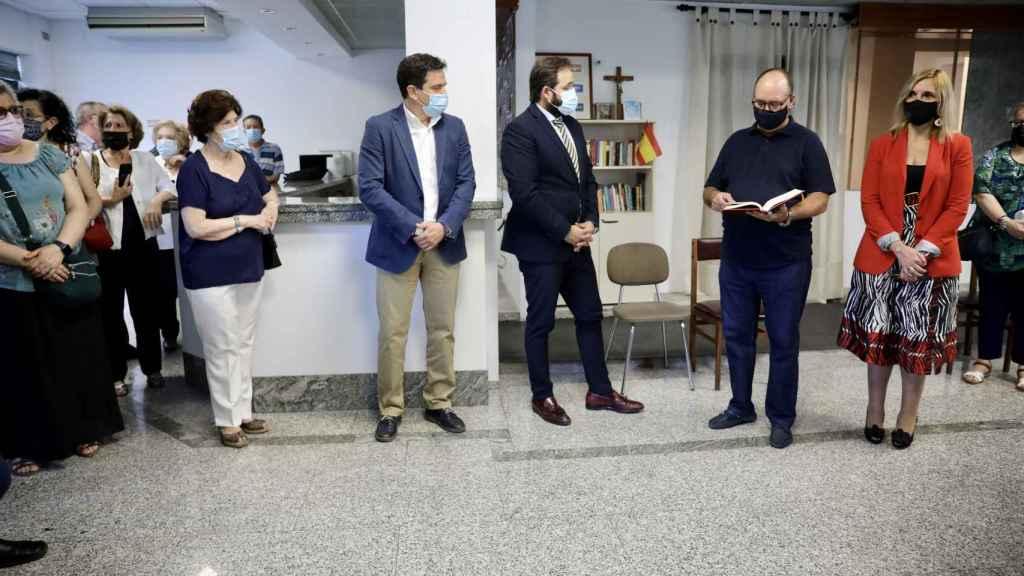 Un momento de la inauguración y bendición de la nueva sede del PP en Valdepeñas