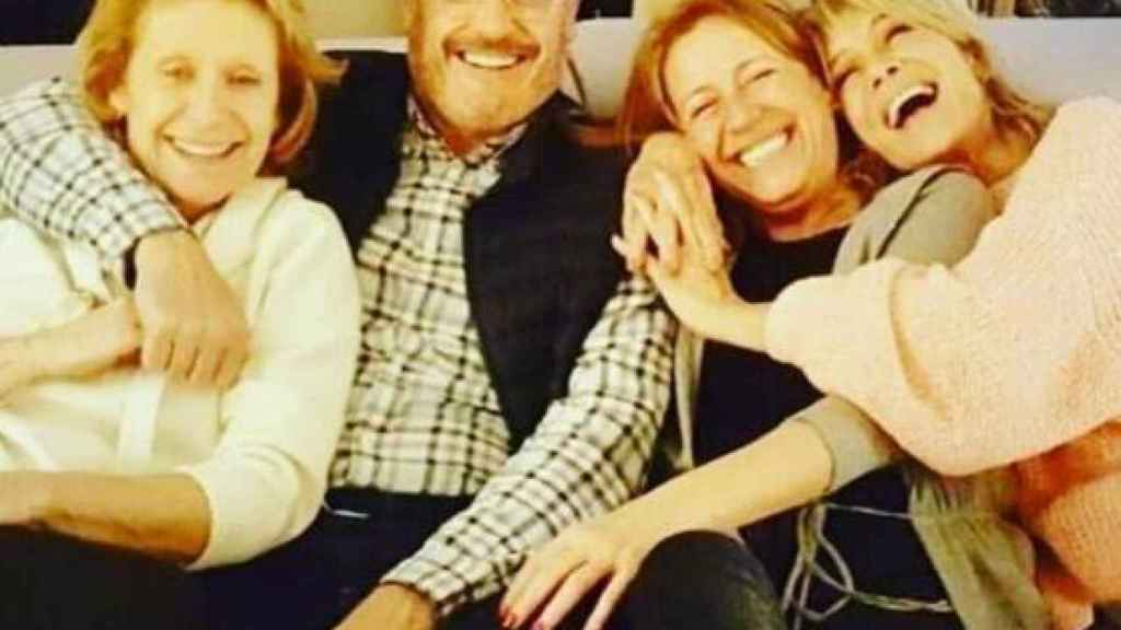 Mila Ximénez junto a sus hermanos en una imagen de redes sociales.