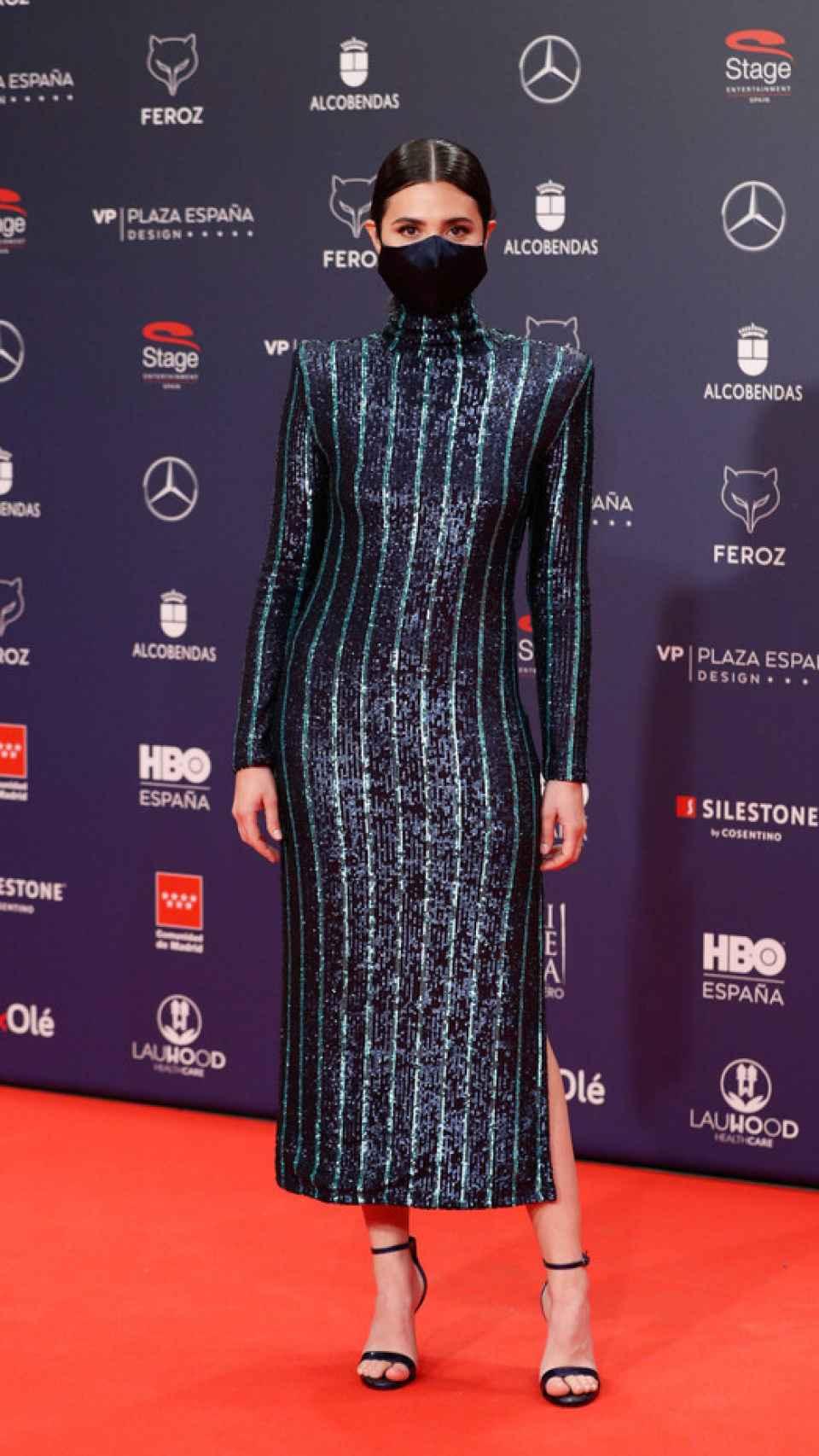 Loreto Mauleón posed with the signature dress at the Feroz Awards.
