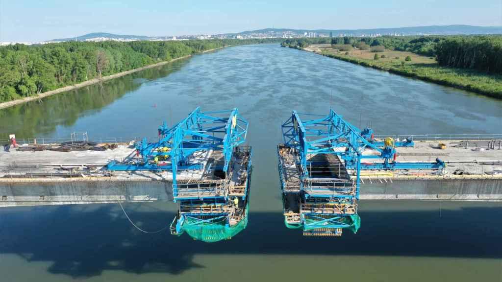 Puente sobre el río Danubio.