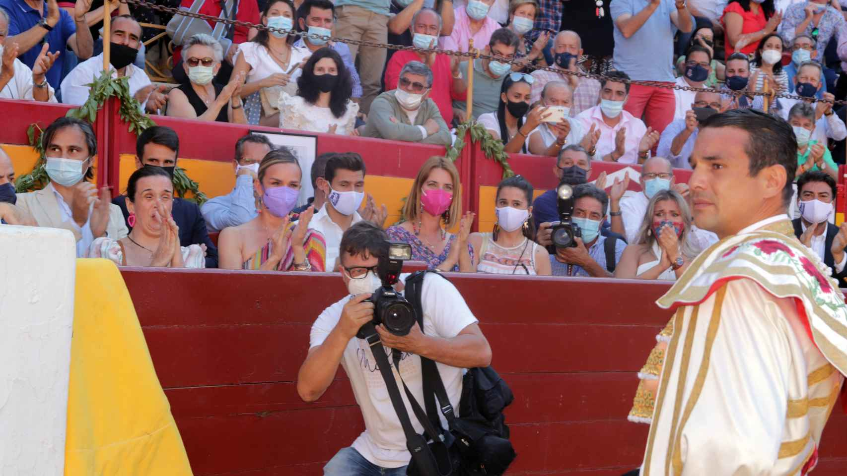 Manzanares, visiblemente emocionado en la corrida homenaje a su padre.
