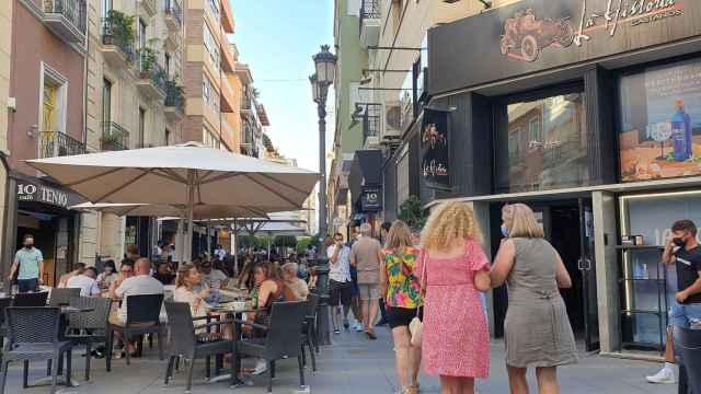 Ocio nocturno y hostelería de Alicante prevén problemas con el nuevo uso de las mascarillas