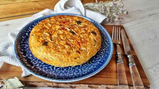 Tortilla de pisto, una receta fácil y ligera de verduras