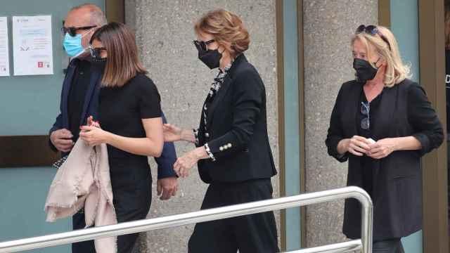 La familia de Mila Ximénez, a su llegada.