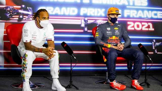 Lewis Hamilton y Max Verstappen, en rueda de prensa