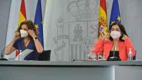 María Jesús Montero y Carolina Darias durante la rueda de prensa.