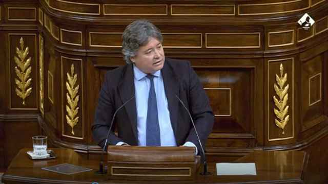 El diputado 'popular' Luis Santamaría, este jueves en la tribuna del Congreso de los Diputados.