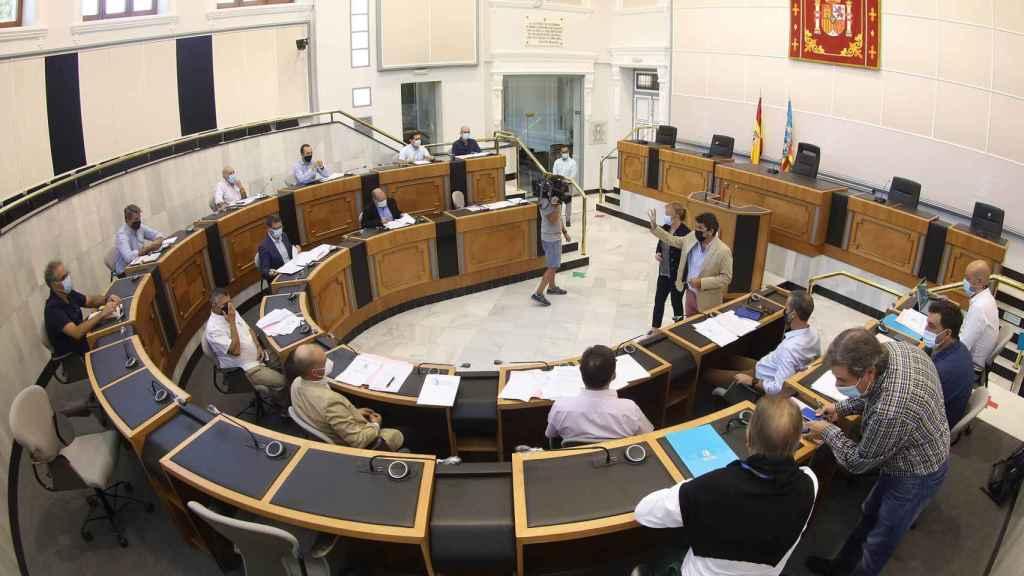 Una sesión anterior de la Comisión Técnica del Agua de la provincia de Alicante.