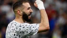 Benzema celebrando durante un partido con Francia